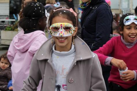 Carnaval de La Rochelle -- Confetti Girl