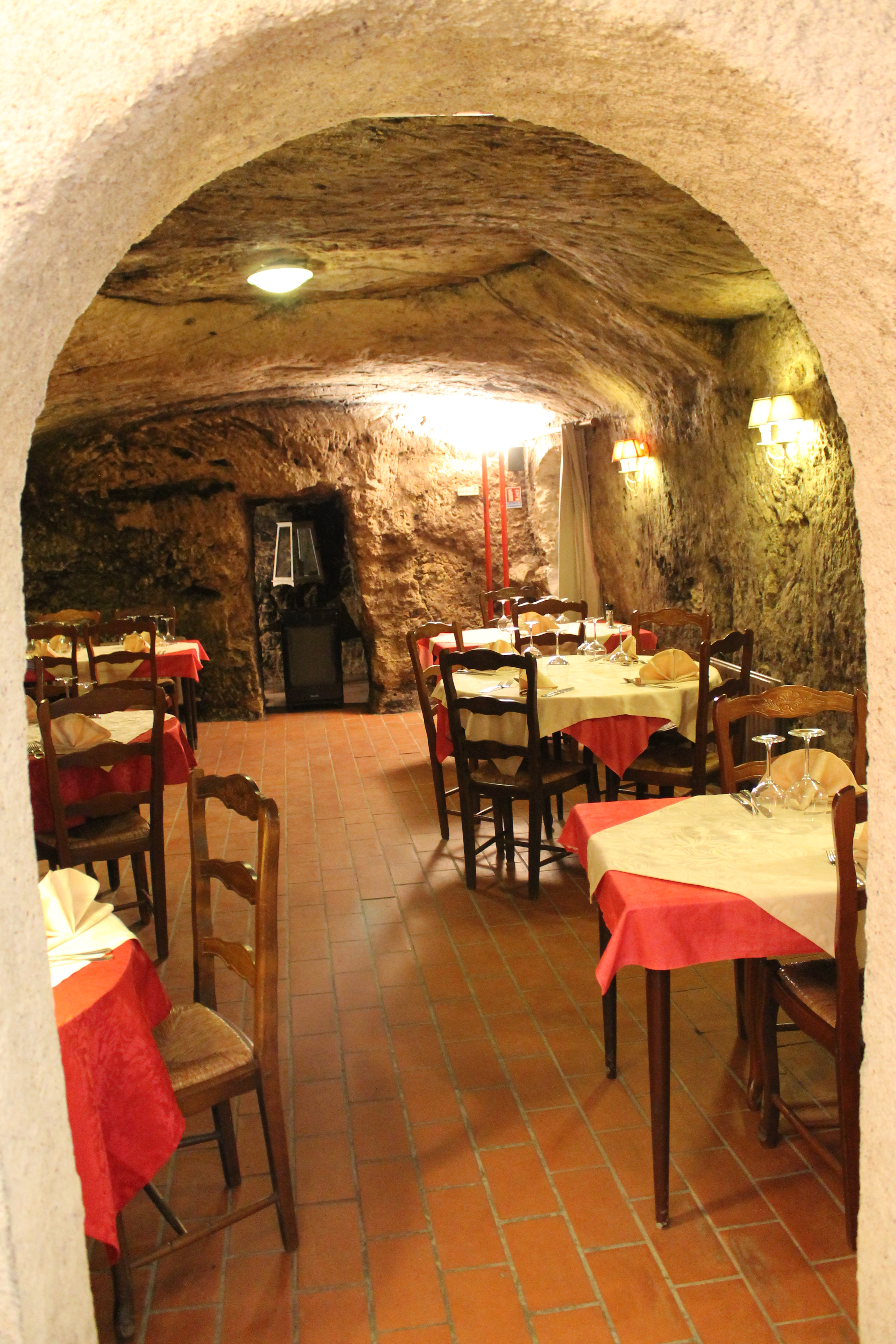 Touring and tasting loire valley movable assets - Restaurant les grottes azay le rideau 37 ...