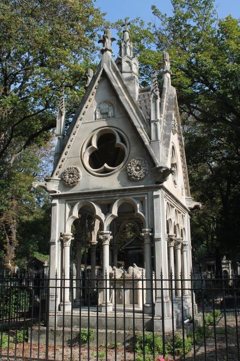 Tomb of Heloise and Abelard, Cimetière du Père-Lachaise, Paris