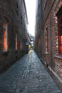 Brick Alley Narrow